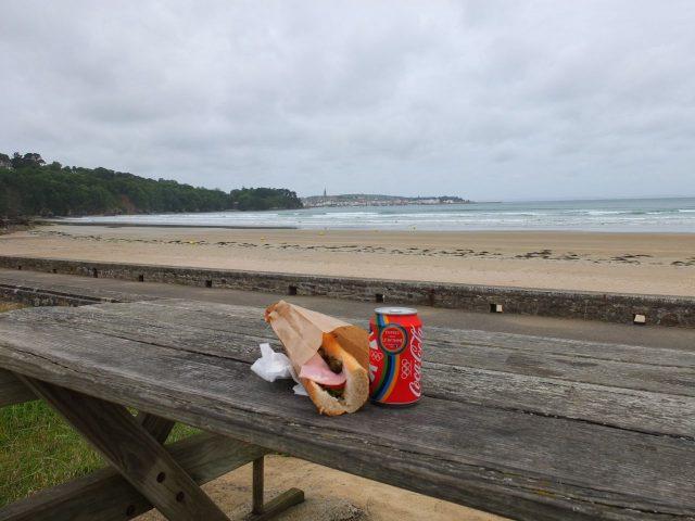 Sandwichpause in der sommerlichen Bretagne